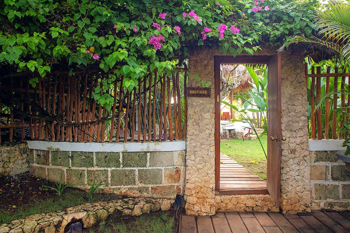 Private Villa Resto Entrance