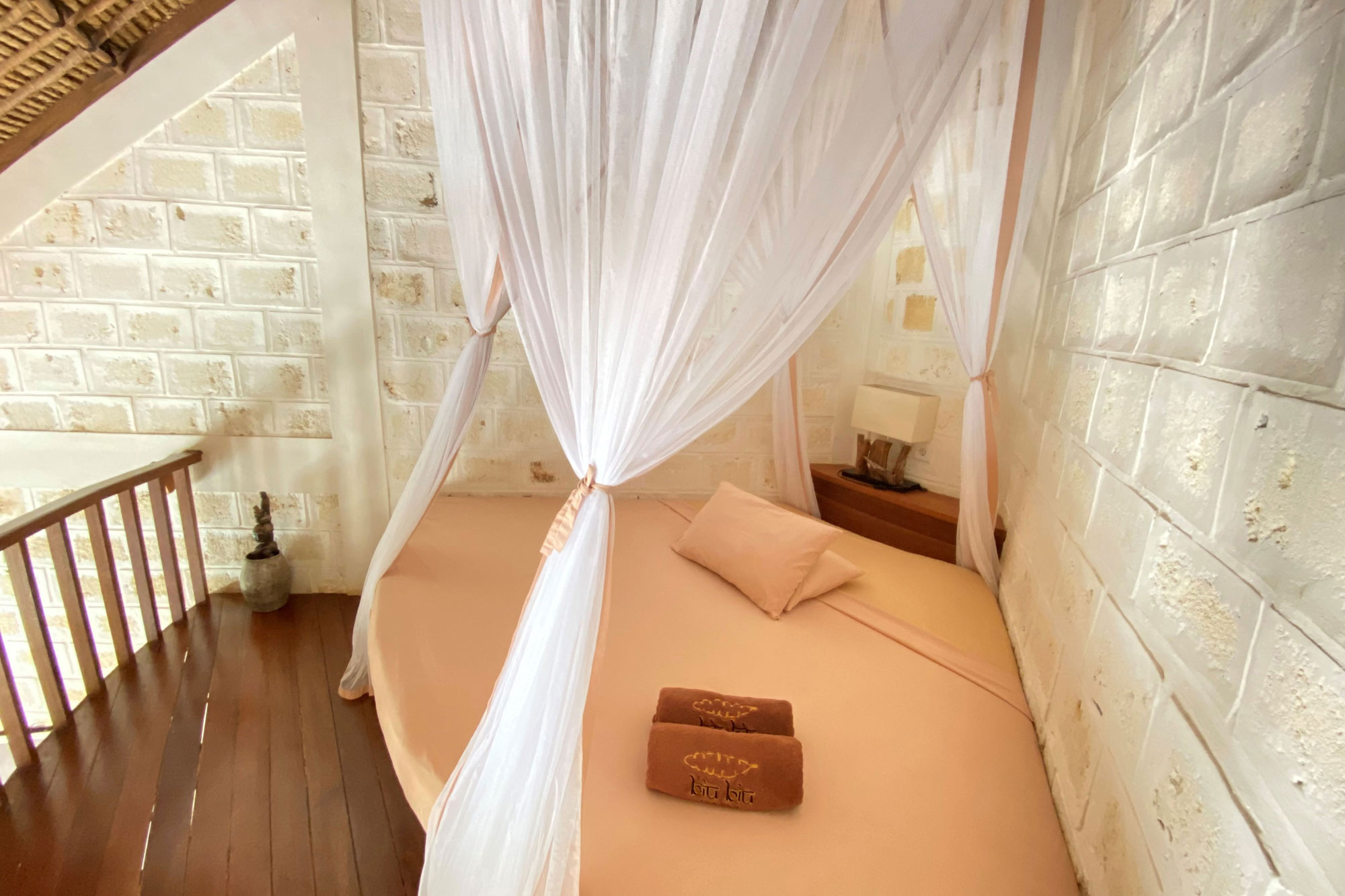 Upper-Bed